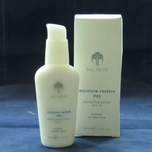 Защитный лосьон для сухой и нормальной кожи Moisture Restore Day Protective Lotion SPF 15, Nu Skin, США
